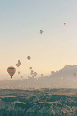 photojojo:  The time a million lovely hot air balloons lifted off, and Valentina was there to capture it! In Cappadocia, Turkey.  via 1wantchange