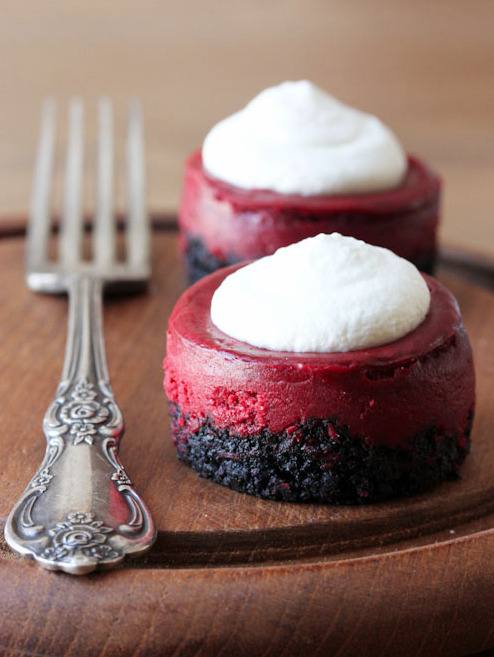 thecakebar:  Mini Red Velvet Cheesecakes