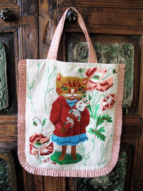 purrfectstitchers:  Nathalie Lete cat bag