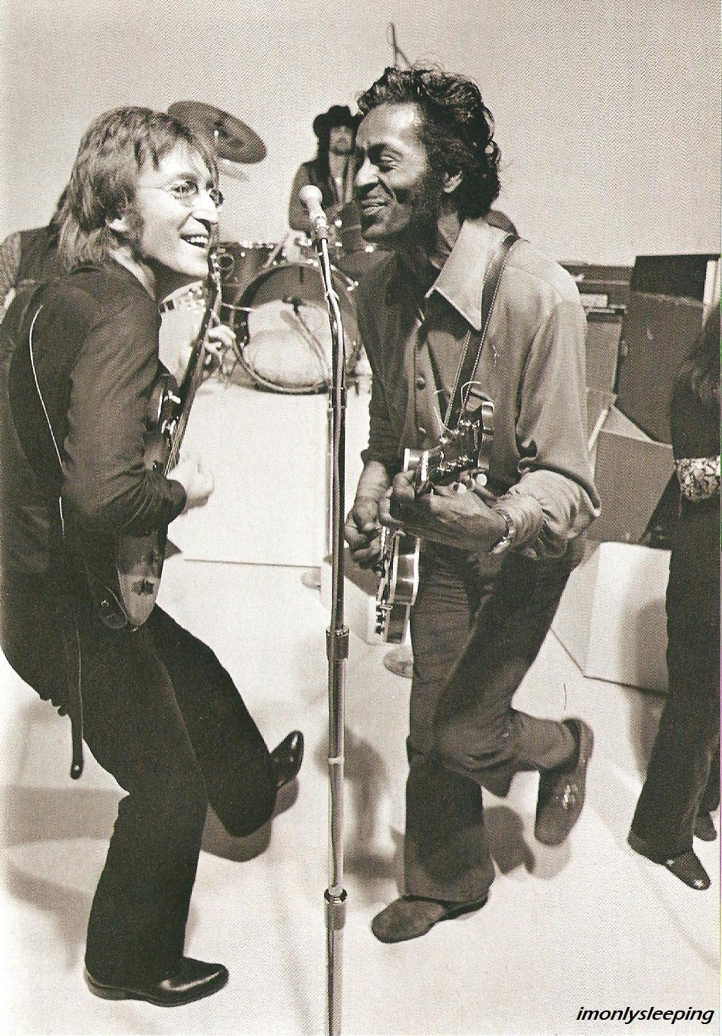 imonlysleeping:  John Lennon and Chuck Berry, 1972