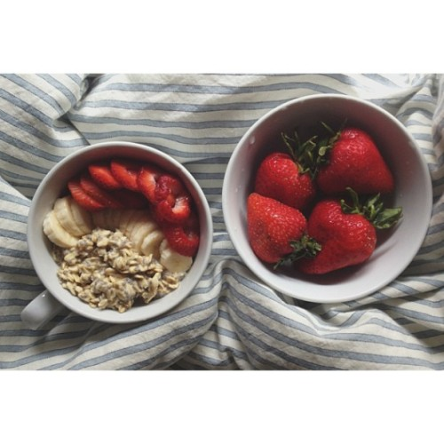 ariellelikestocook:  Bircher Muesli and a bowl of enormous Strawberries for breakfast.