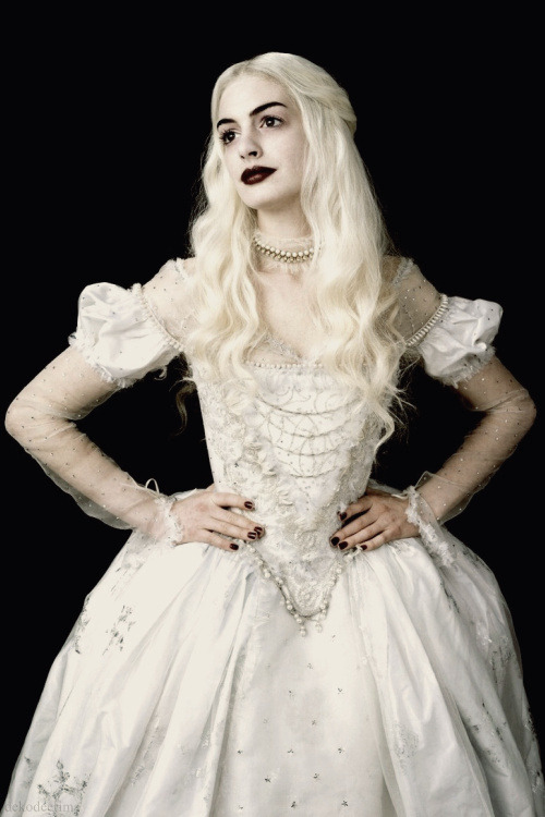 dekodeerima:  Anne Hathaway as the White Queen in Tim Burton's Alice in Wonderland (Promotional picture)