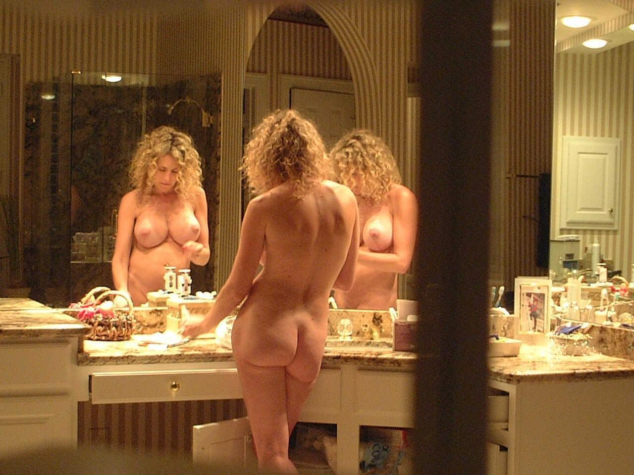 Sexy mom self shot nude