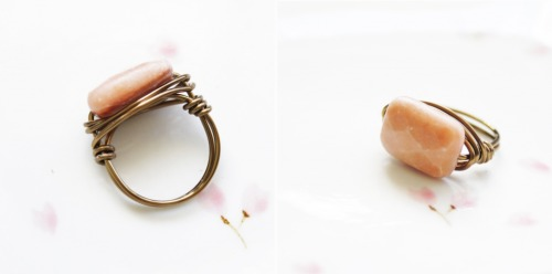 Wrapped Peach Aventurine Ring DIY — Bettina's Blog - Something handmade Ooh, this is a swell idea! Though I think half hard wire would work just as well as dead soft.