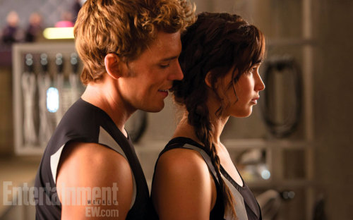 ilythg:  Finnick (Sam Claflin) tries to break Katniss' (Jennifer Lawrence) concentration during training in this exclusive photo from the highly anticipated film.    SHINY!!!
