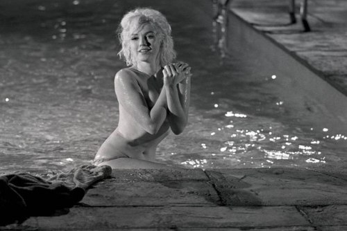 perfectlymarilynmonroe:  Marilyn Monroe on the set of Something's Got to Give, 1962. Photos by Lawrence Schiller.