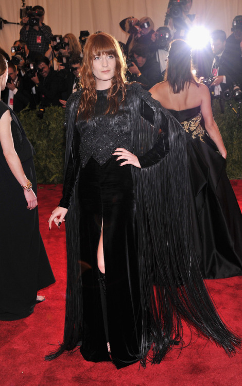 omgthatdress:  Florence Welch bringing the swamp witch realness!