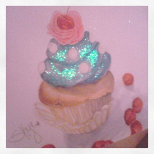 I drew a cute cupcake and it sparkles~