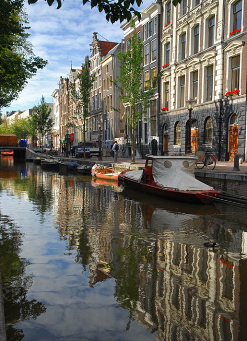 visitheworld:  Classic canal view in Amsterdam, Netherlands (by Cormac).