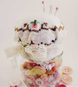 chronicillnesspanda:  Make a Pincushion Jar I like this idea!