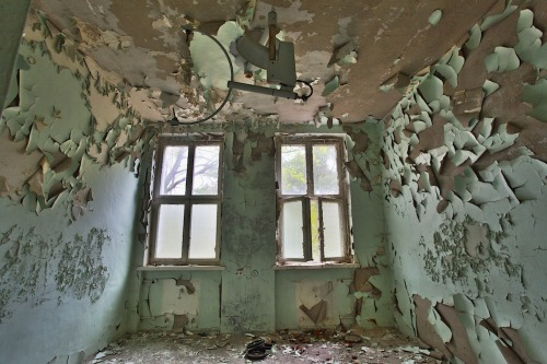 rexschober:  Small Operating Room / Abandoned Places / Germany, Brandenburg, GSSD, 2013