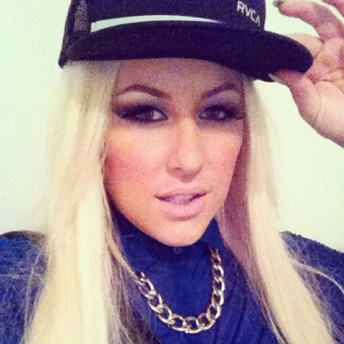 Snap backin! #rvca @queenpee necklace