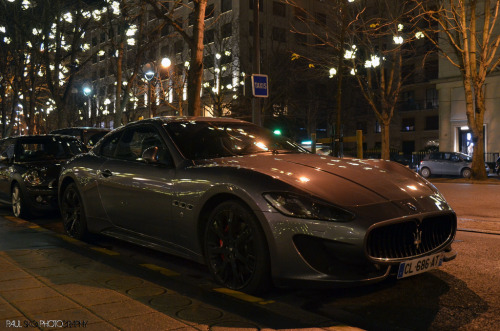 Hiding in the night Starring: Maserati GranTurismo Sport (by Paul SKG)