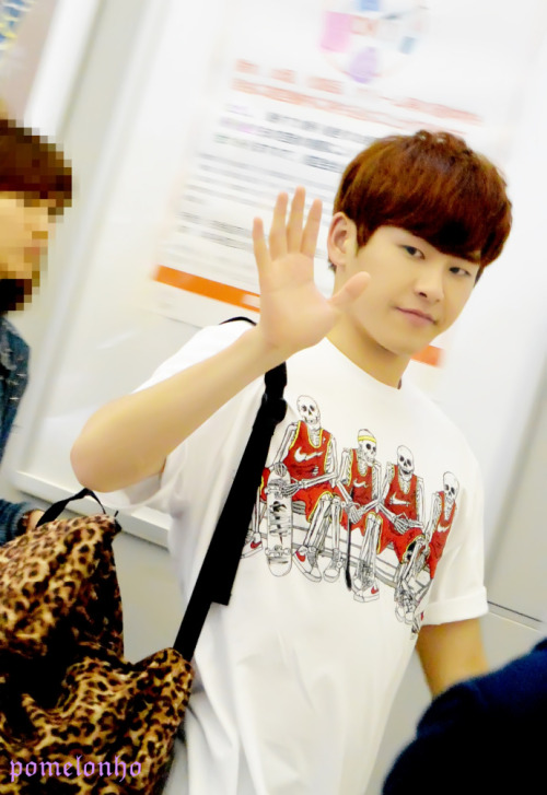 dancemachinehoya:   HOYA @ 130519 Kansai Airport  (cr.Pomelonho):  please do not edit anything on pic ❤