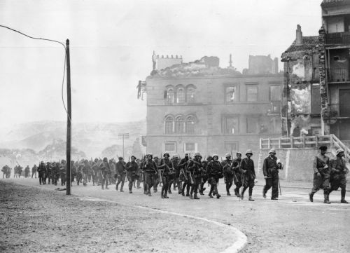 pro-patria-mori:  Fascist troops advancing in Spain