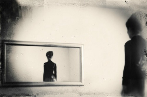 theantidote:  The Mirror by Robert Hutinski