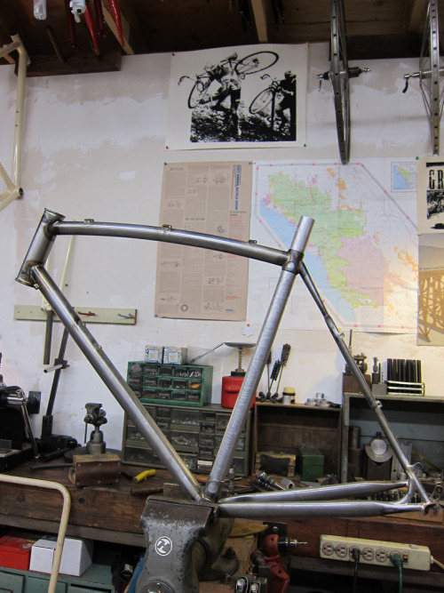 freshairhunter:  Hunter @ work on a Fresh Air team frame. Source