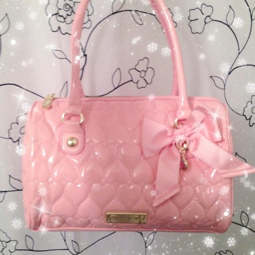 Coming home to presents everyday 😍🎀👛 #betseyjohnson #bemine #happy #purse