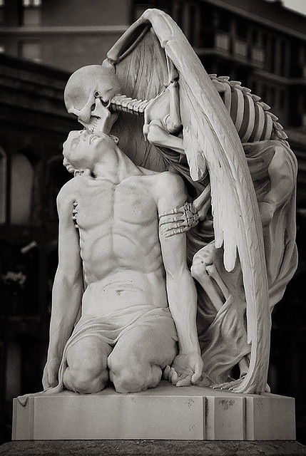 Le Baiser de la Mort - Kissed by death