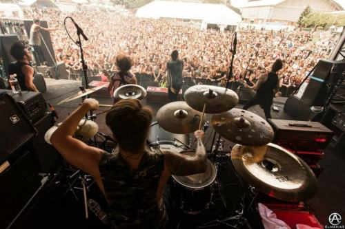 femalesandmusic:  Catch Memphis May Fire on warped tour 2013  :D