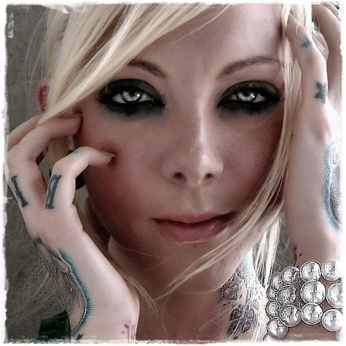 bleepbleepbloopbloop:  Maria Brink is super hot…. I'd switch for her.. just putting that out there yes homo p.s. don't judge me    <3 absolutely love her .