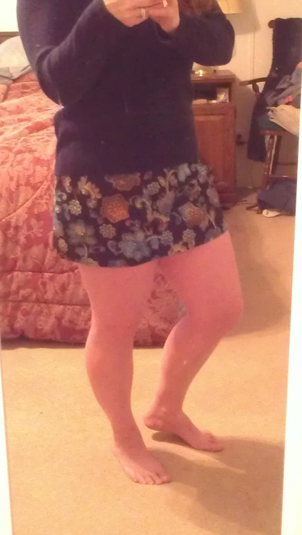 I made a skirt last Friday! It's short and looks awesome on my booty. Also I love elastic waistbands. It won't be the end of the world if I never learn zippers.