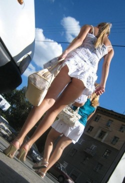getting-in-public:  like some more women exhibitionists  in public