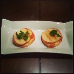 Mini Grilled cheese with tomato chutney