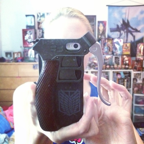 My new phone case is the most impractical thing ever. #shingeki #snk #attackontitan #aot #進撃の巨人