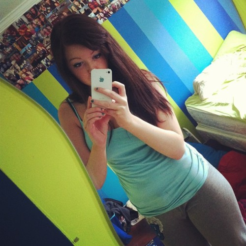 Hangover attire ✌ #hungover #sunday #lazy #l4l #f4f #sweats #longhairdontcare #iphone