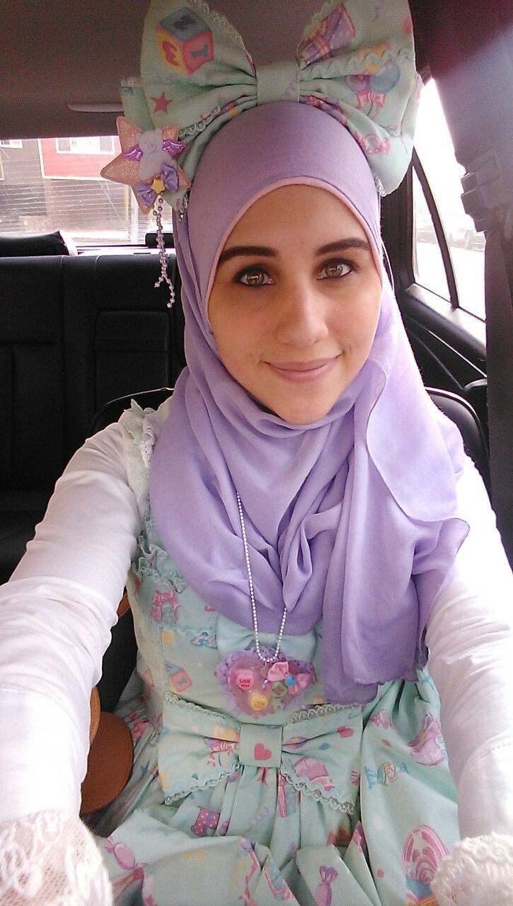 lokisgift:    thehijabilolita:    Felt like dressing up this morning. It's the first time my dad has seen me in lolita. It went very well!    OH MY GOSH BOW