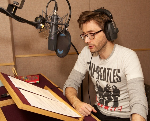 awesomepeoplereading:  David Tennant reads.  *sigh*