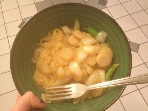 the-lava:  rice noodles with onion, peas and water chesnuts the sauce is chili oil, sesame oil, rice vinegar and soy sauce mm