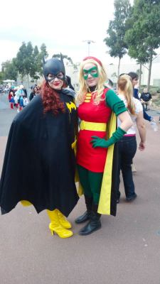 keaneoncomics:  Another picture from Supanova of Kirsten & Tegan as Batgirl & Robin! (Photo by Cem Selamet, posted with permission.)