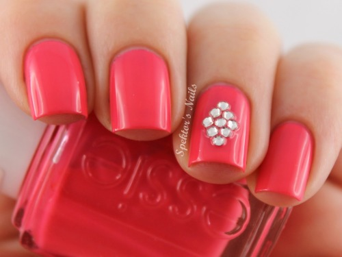 spektorsnails:  Essie - Cute As A Button with Crystals from Born Pretty Store