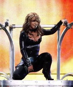 - Just finished watching Britney Spears on the Onyx Hotel Tour and i loved every minute of it. One of her best I must say!!