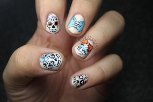fingerpaintedblog:  Sugar Skull Nails up on the blog!! Plus video tutorial!   LOVE.