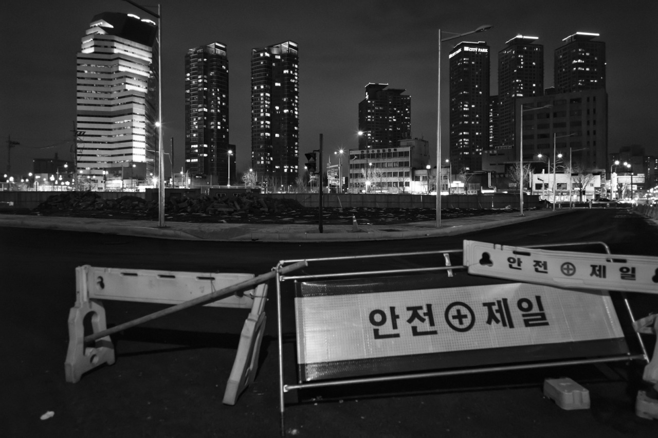 Seoul, city of tension and solitude. Nothing has been changed for past couple of years.