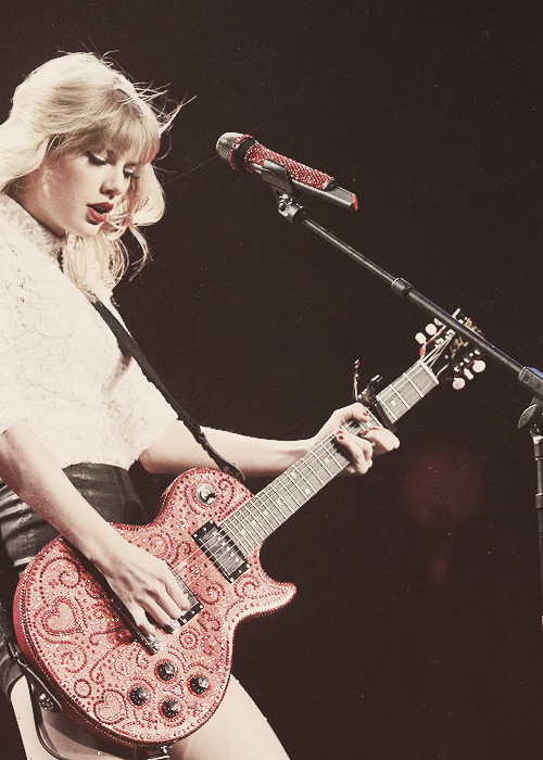 skiesblueyes:  RED TOUR