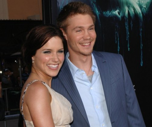 teenagepics:   Which TV Co Stars are now Married in Real Life! This list is crazy, I didn't know so many star couples met filming! #8 surprised me:  These make me so happy.
