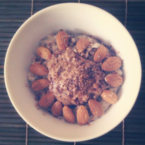 Vanilla protein chia seed oats with 2T natural peanut butter, almonds and lots of cinnamon. What a lovely morning pick-me-up!