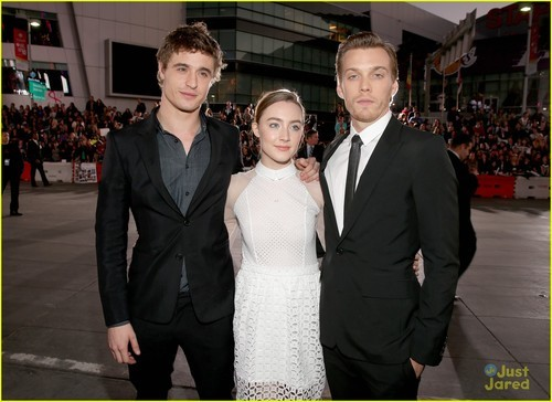I'm SO EXCITED for this movie, oh muh gosh JAKE AND MAX ARE SO HOT.  Saoirse Ronan: 'Breaking Dawn' Premiere with Jake Abel & Max Irons | saoirse ronan bd premiere 09 - Photo Gallery | Just Jared Jr. on @weheartit.com - http://whrt.it/XQcbf7