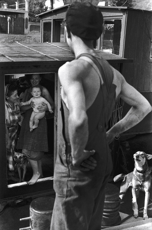 greeneyes55:  Bougival France 1955  Photo: Henri Cartier-Bresson