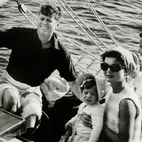 kennedy-camelot:  Family sailing in Hyannis Port
