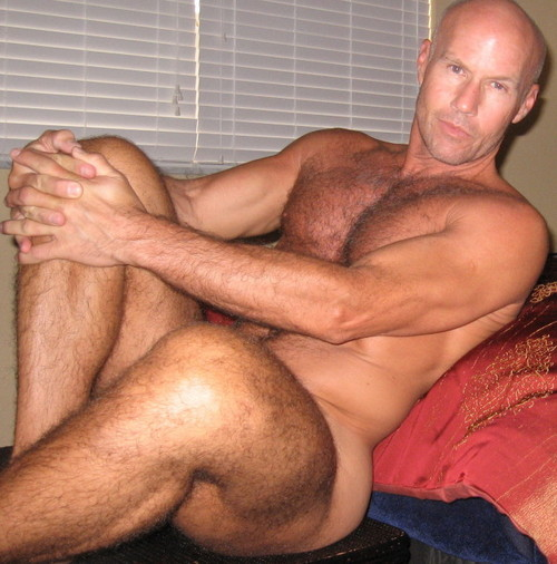 jom8:  MUSCLE DADDY WAITING FOR HIS BOY TO GET HOME   Sup daddy