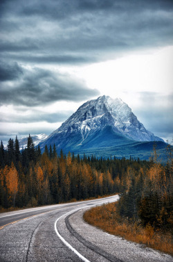 10bullets:  Icefield Parkway Mountain by Serge Pikhotskiy on Flickr.