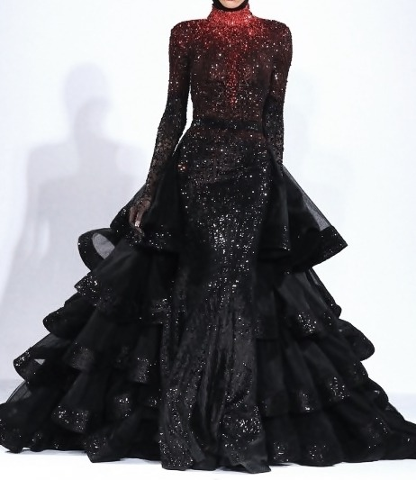 ohsodivina:  amy-banner:  this is what i'm wearing to the gates of hell. I could command armies in this dress.   Night cosplay