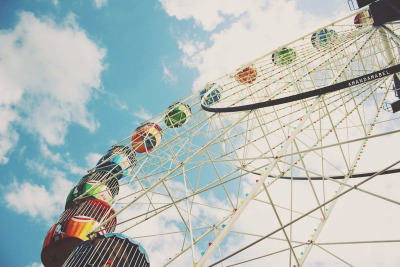 amare-ebrius:  Ferris Wheel (by Amanda Mabel)