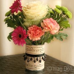 (via Manuscript Christmas Vase From a Recycled Tin Can! | Love All Blogs)