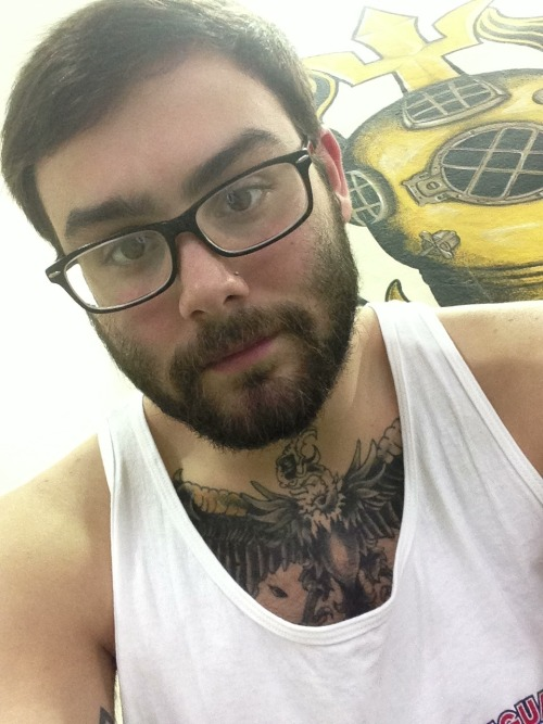 seubold:  Me :)  Girls who like beards;http://girlslovebeards.tumblr.com